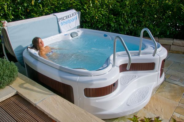 Whirlpool outdoor aufblasbar  Original Pichler Luxus Outdoor Whirlpool SANIA 1550 deluxe Spa ...